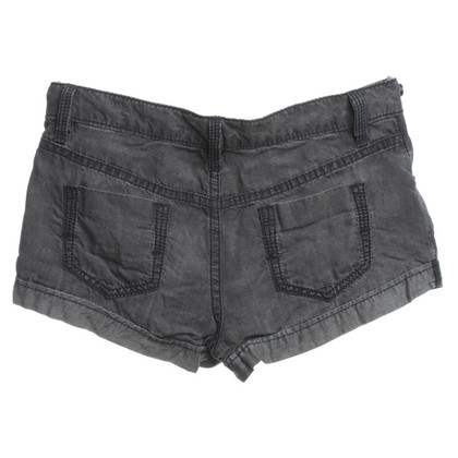 BCBG Max Azria Shorts in Grau