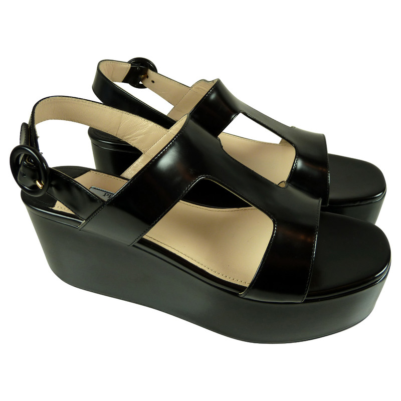 prada plateau sandalen in schwarz second hand prada plateau sandalen in schwarz gebraucht. Black Bedroom Furniture Sets. Home Design Ideas