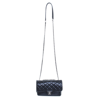 Chanel Black shoulder bag made of leather with silver details