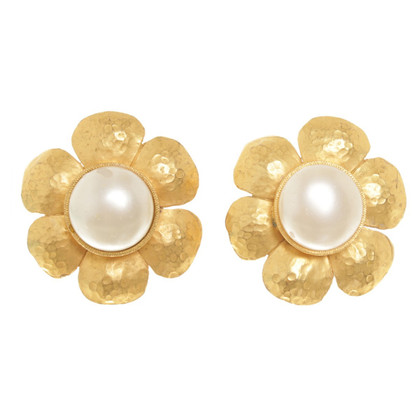 Chanel Clip earrings in floral form