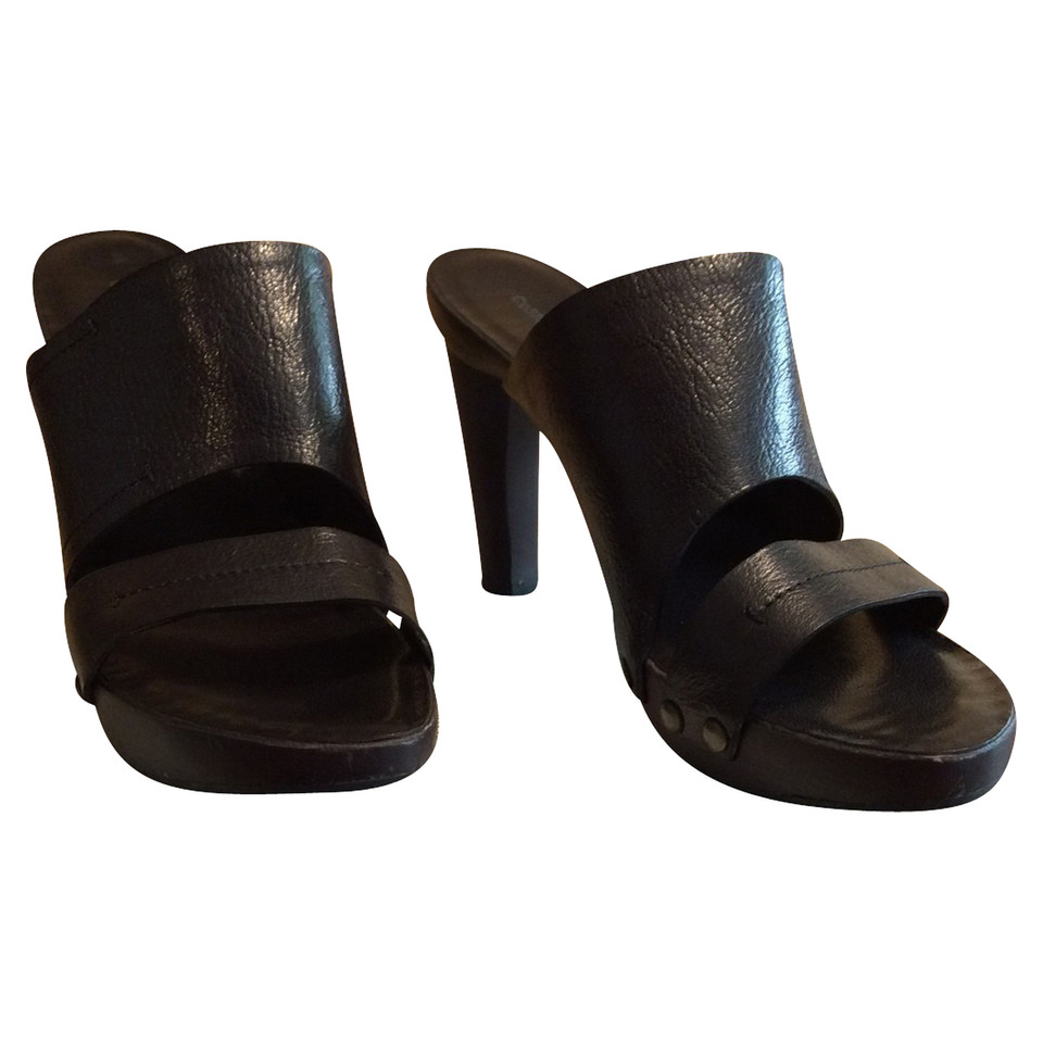 Costume National Black leather clogs
