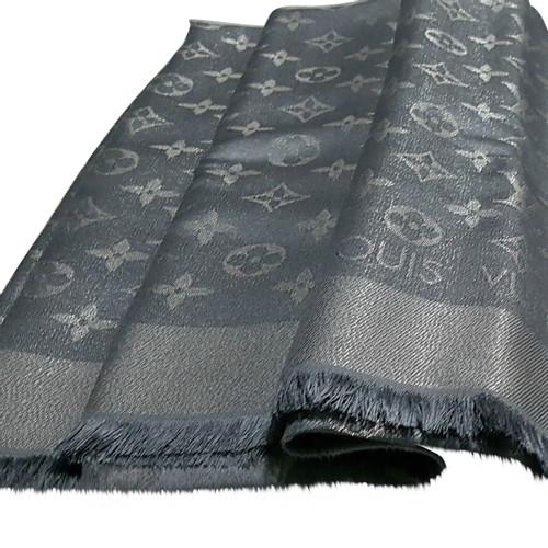 2873ab81a9a75 Louis Vuitton Monogram Tuch Silk in Grey - Second Hand Louis Vuitton ...