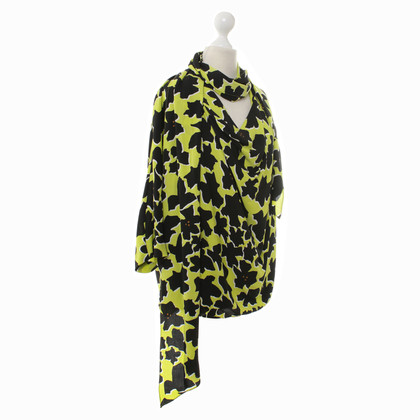 Diane von Furstenberg Silk blouse with a floral pattern