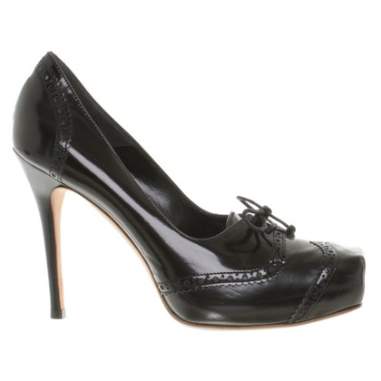 Alexander McQueen pumps in black