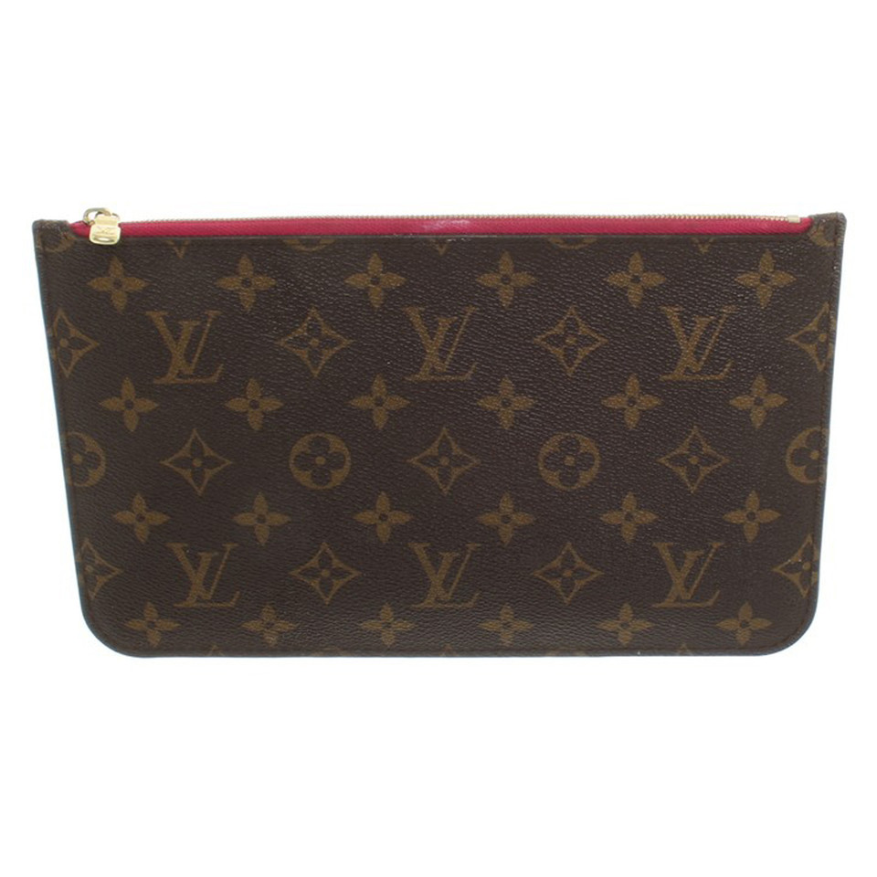 louis vuitton pochette mit monogram muster second hand louis vuitton pochette mit monogram. Black Bedroom Furniture Sets. Home Design Ideas