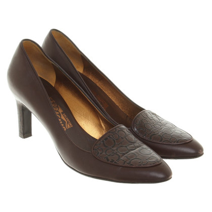 Salvatore Ferragamo pumps in Brown