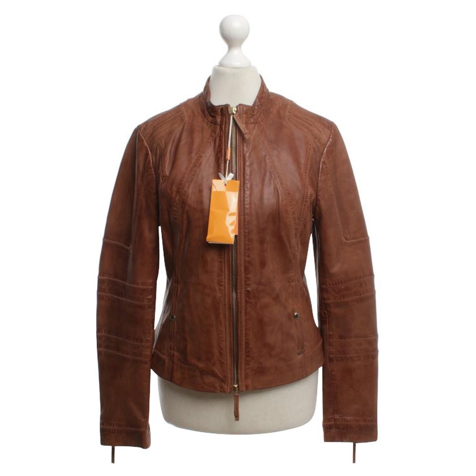 hugo boss veste en cuir marron acheter hugo boss veste en cuir marron second hand d 39 occasion. Black Bedroom Furniture Sets. Home Design Ideas