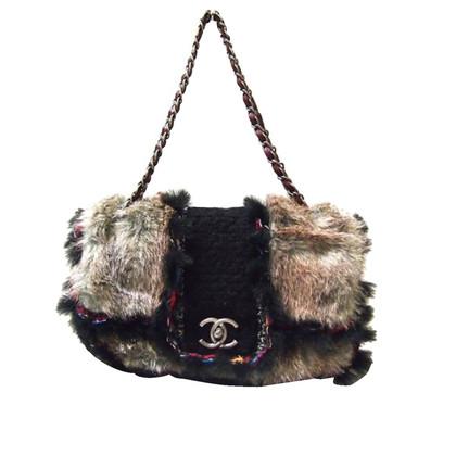 "Chanel ""Classic Flap Bag"" met bont"