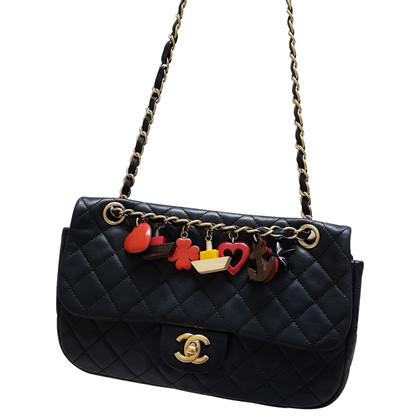 "Chanel ""Classic Flap Bag Medium"" mit Charmes"