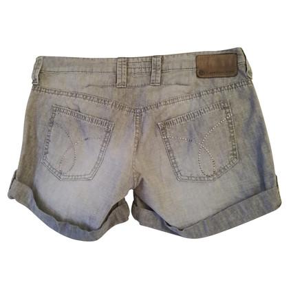 Calvin Klein Jeans courts
