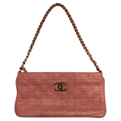 Chanel clutch pink