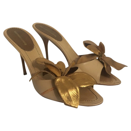 Gianmarco Lorenzi Gold sandal with flower