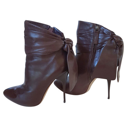 Alexander McQueen Ankle boots with bow detail