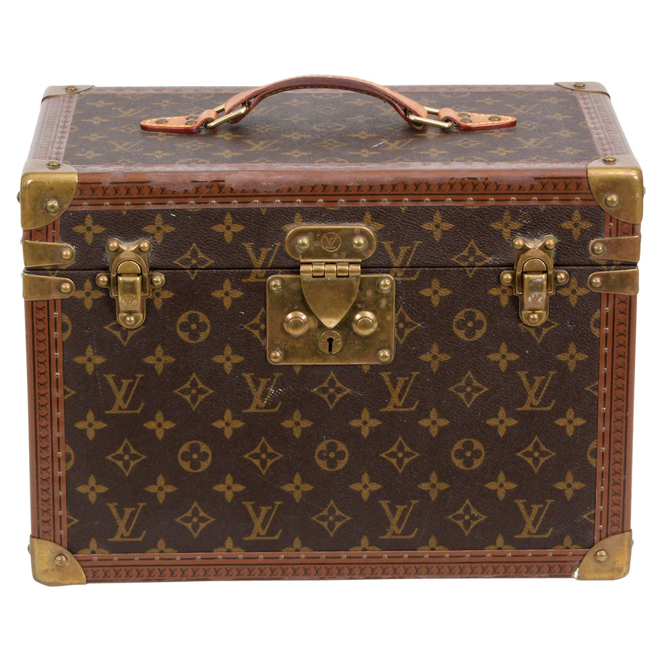 louis vuitton vanity case buy second hand louis vuitton vanity case for 2. Black Bedroom Furniture Sets. Home Design Ideas