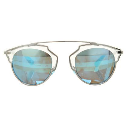 """Christian Dior """"Così reale"""" in occhiali da sole blu-grigio"""