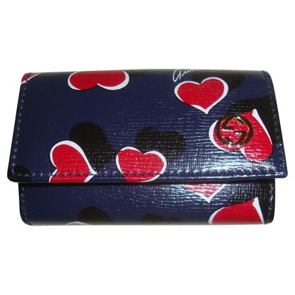 Gucci Schlüsselmäppchen mit Herzen