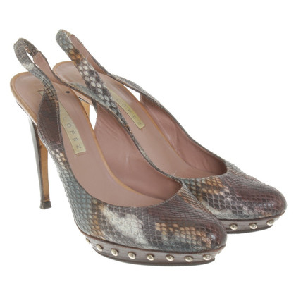 Pura Lopez pumps nel look rettile