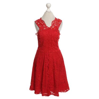Sandro robe de dentelle en rouge