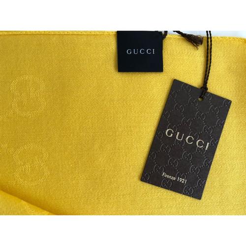 Gucci Echarpe Foulard en Laine en Jaune - Acheter Gucci Echarpe ... a85c01d5a6e