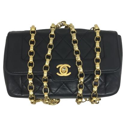 Chanel Kleine Tasche aus schwarzem Leder