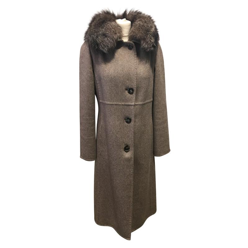 max mara manteau avec col en fourrure acheter max mara manteau avec col en fourrure second. Black Bedroom Furniture Sets. Home Design Ideas