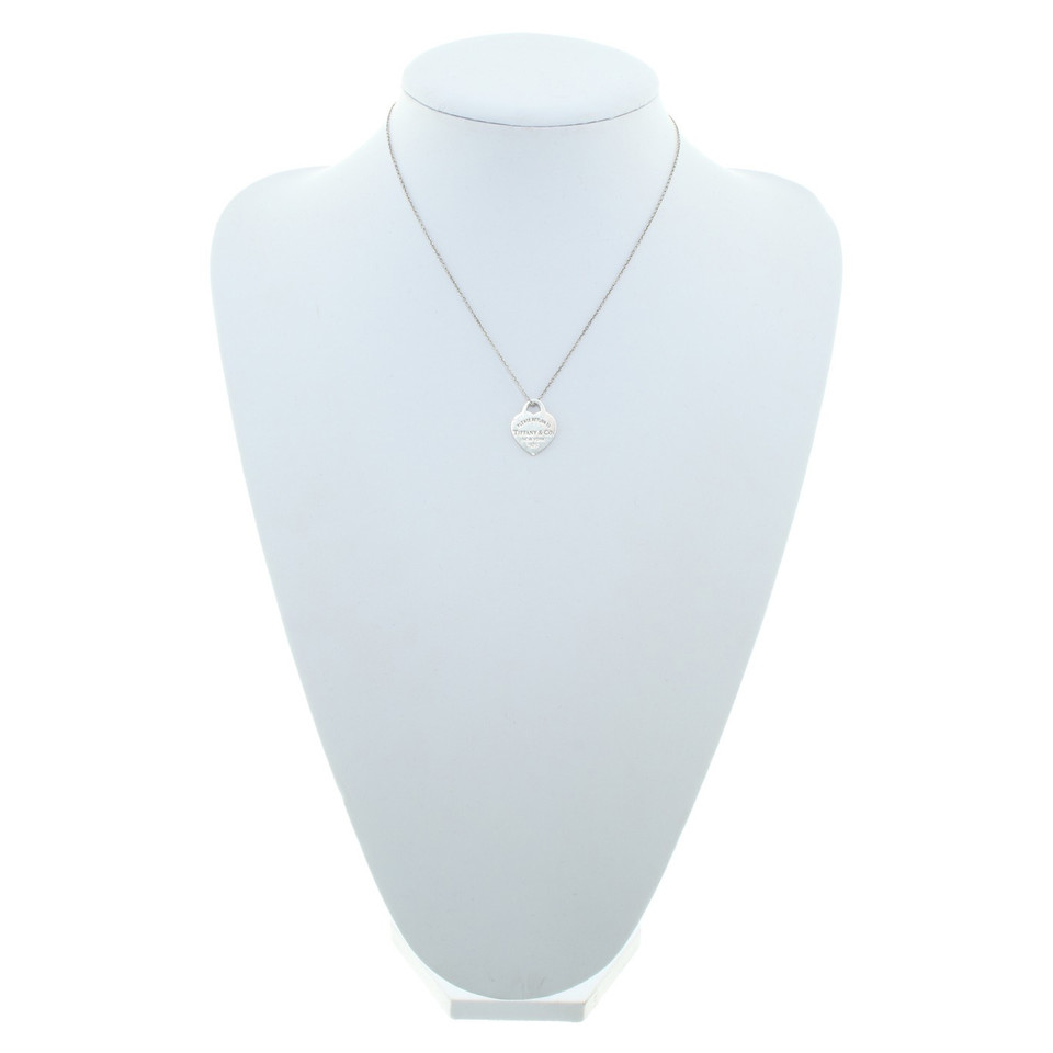 tiffany co collier avec pendentif coeur acheter tiffany co collier avec pendentif coeur. Black Bedroom Furniture Sets. Home Design Ideas