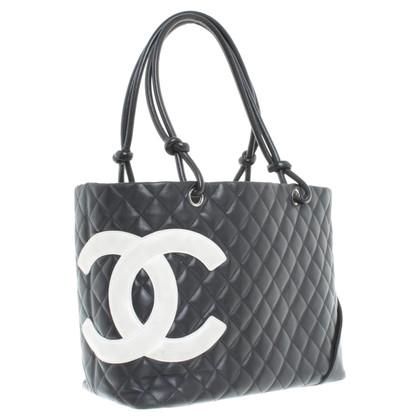 Chanel Ledershopper mit Logo-Motiv