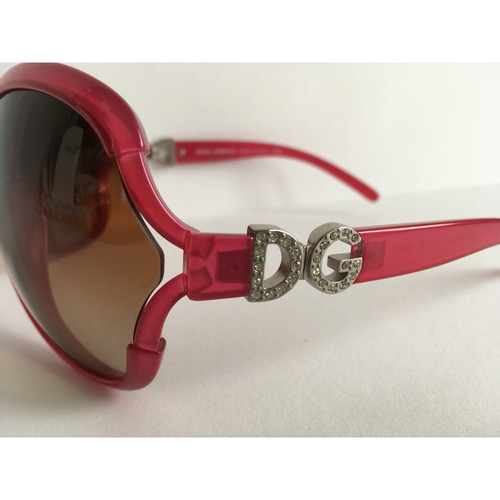 38ced9d6188f Dolce   Gabbana Sunglasses in Fuchsia - Second Hand Dolce   Gabbana ...