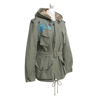 Closed Parka in Olivgrün