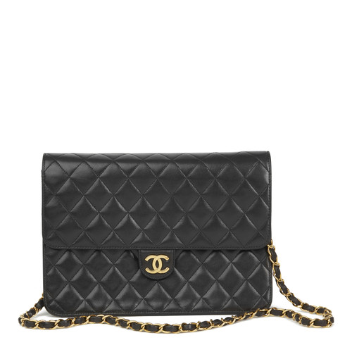 9095a2214144 Chanel Classic Flap Bag Medium leather in black - Second Hand Chanel ...