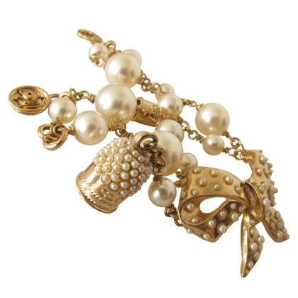 Chanel Pearl bracelet with thimble and push button