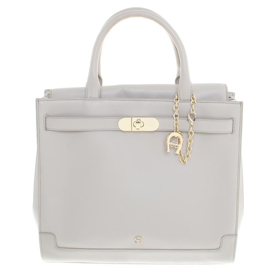 aigner handtasche in beige second hand aigner handtasche in beige gebraucht kaufen f r 250 00. Black Bedroom Furniture Sets. Home Design Ideas