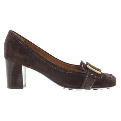 Salvatore Ferragamo pumps of brown suede