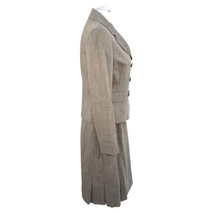 Tahari Kostüm in Grau