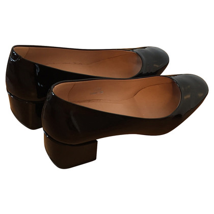 Tod's pumps made of lacquered leather