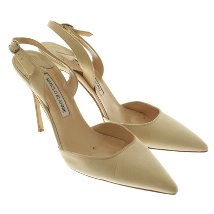 Manolo Blahnik Pumps in Beige