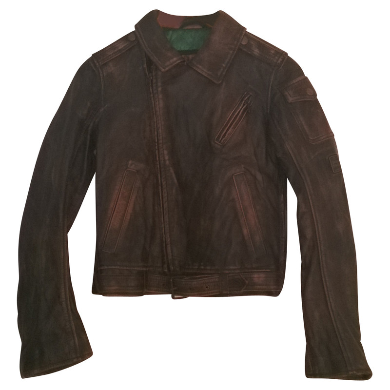 The Best Leather Jackets For Sale In USA, UK, Canada, Australia & World Wide Leather jackets are one of those pieces of attires that can never be out of fashion.