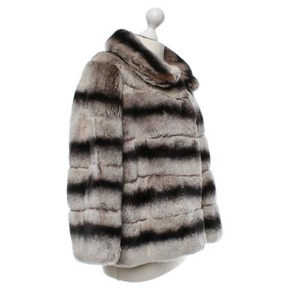 Armani Collezioni veste de la fourrure en gris / marron