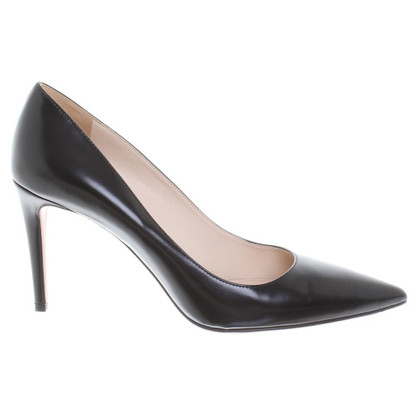 Prada Leather pumps in black