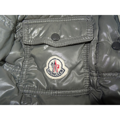 Moncler JackeMantel in Grau Second Hand Moncler Jacke