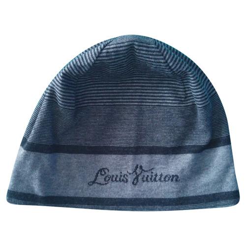 264988d69f2d8 Louis Vuitton Hat Cap Cashmere in Grey - Second Hand Louis Vuitton ...