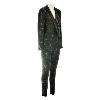 Closed Patterned suit