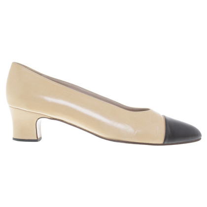 Chanel Pumps in Creme