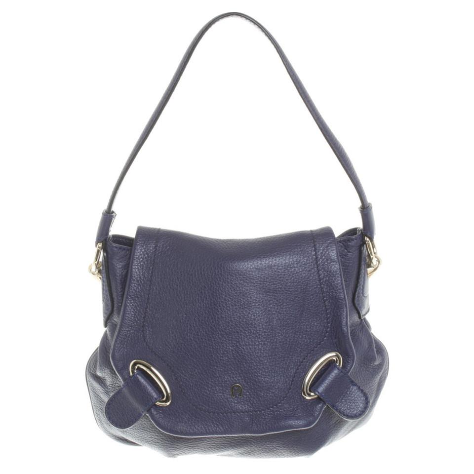 aigner handtasche in violett second hand aigner handtasche in violett gebraucht kaufen f r 140. Black Bedroom Furniture Sets. Home Design Ideas
