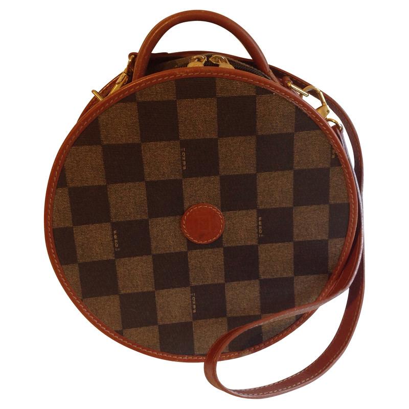fendi runde tasche second hand fendi runde tasche gebraucht kaufen f r 129 00 210053. Black Bedroom Furniture Sets. Home Design Ideas