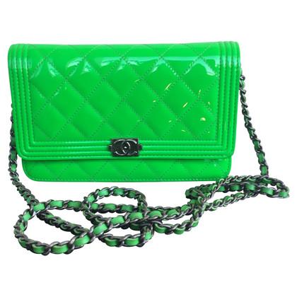 """Chanel """"Boy Bag"""" in pelle verniciata verde al neon"""