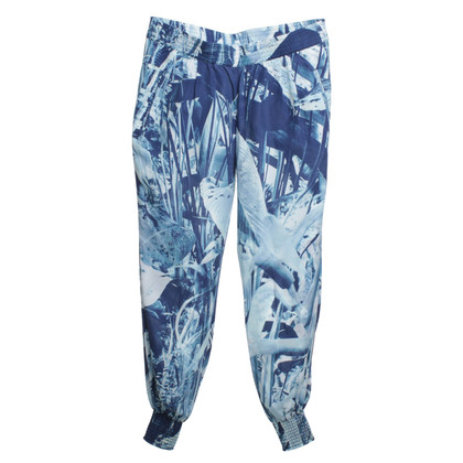 Closed trousers with pattern