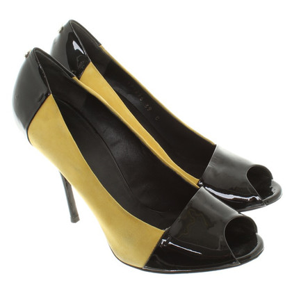 Gucci Peeptoes in Black / Yellow