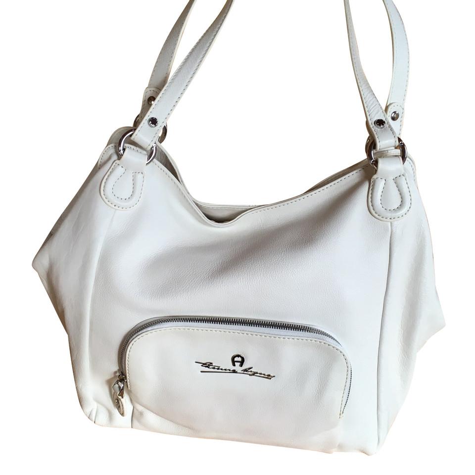 aigner handtasche second hand aigner handtasche gebraucht kaufen f r 289 00 2522021. Black Bedroom Furniture Sets. Home Design Ideas