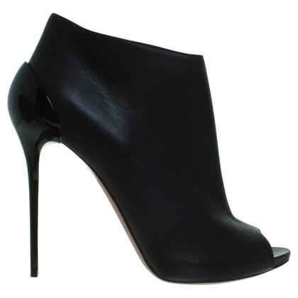 Alexander McQueen Ankle peep-toes in black